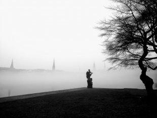 Skulptur im Nebel von Reneclaude