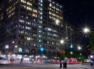 Die Lichter der Stadt am Astor Place von Jürgen Merkel