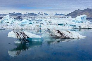 Jökulsárlón Icebergs von dave-derbis