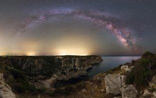 Menorca cliff milkyway von Mario Konang - Lightrecords