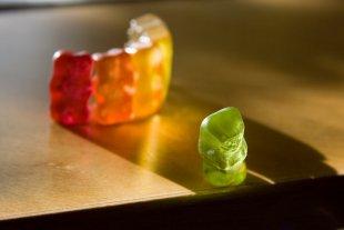 Ausgegrenzter Gummibär von LonelyPixel