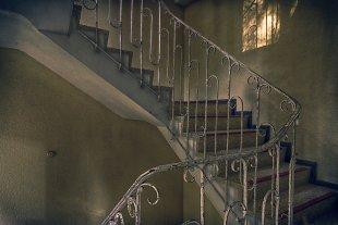 Lost Places  ( Treppenhaus ). von Stephan Gläser