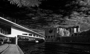 Brücke zum Kanzleramt von Ralph Altmann