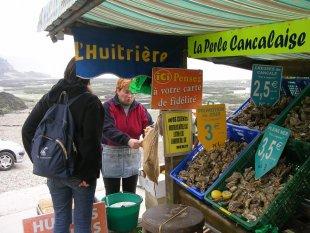 Austernstand im Hafen von Cancale von John Catley