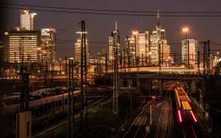 Sun down at Frankfurt Main Station 2 von John Mueh