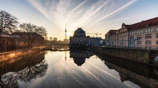 Blick zum Bodemuseum am Morgen von M. Rasch
