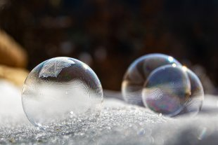 Seifenblasen im Frost von Brandy Bär