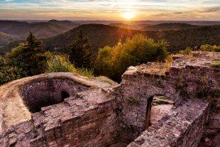 Ruine Hohenbourg bei Sonnenuntergang von Tarcitaxx