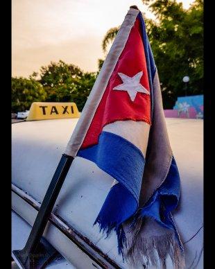 Historisches kubanisches Taxi bei Sonnenuntergang von urbanphotographer.de