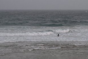 Surfer am frühen Morgen von Hatti77