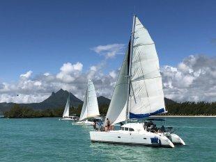 Catamaran Race at Mauritius von Claus Kränzle
