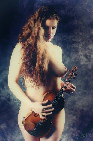 Pavlina and the Violin 3 von RickB500