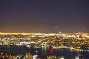 Mond über Manhattan von budaheise