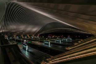 Bahnhof Liège-Guillemins at night von svenumberto