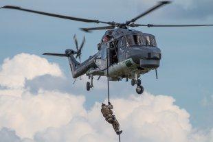 ILA Berlin - Soldat beim abseilen aus Hubschrauber von Boa88