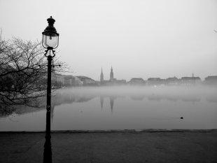 Stadt im Nebel I von Reneclaude