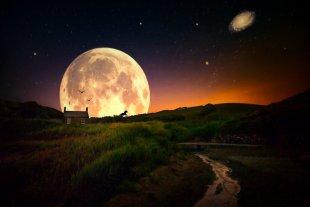 Moon behind the small house von Radonart