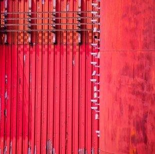 Überwachung in Rot von Martin Ruopp