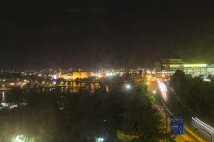 Angekommen - Blick aus Hotelfenster von clickfux