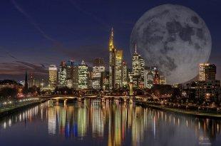 Vollmond über Frankfurt von Gabi Temmen