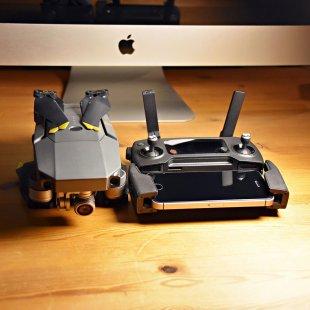 Apple and DJI 2 von simonwaldherr