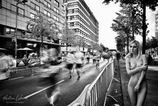 Nude in Public-Berlin Marathon (Aktfotograf: Kristian Liebrand) von Kristian Liebrand