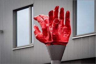 Zwei Hände von Manfred Fessel