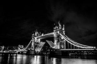 tower bridge @ night von robinio