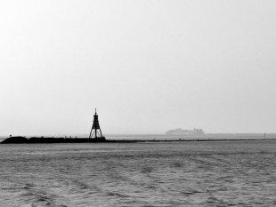Kugelbake vor Cuxhaven s/w von Reneclaude