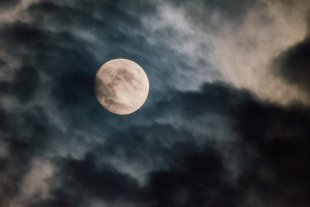 Spooky Moon von fotocute