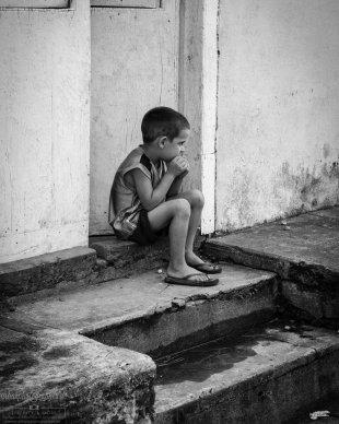 Junge in den Straßen von Viñales von urbanphotographer.de