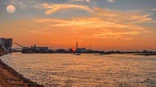Abendstimmung am Rhein von Karl Hotz-Thelen