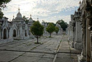 Kuthodaw-Pagode, Mandalay, Myanmar von Volker H.