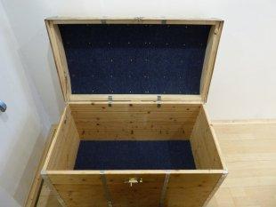 Holzkiste, Nachbildung eines alten Reisekoffer von Erwin Czuka