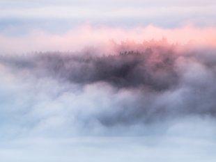 Sonnenaufgang über dem Nebel von FelixW80