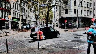 Hamburg Seitenstrasse von Helmut Bonengel