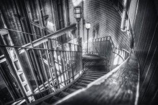 downstairs von m a n n i x