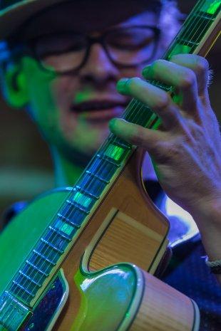 Guitar in Green von clickfux