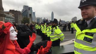 Klima-Demos: Mehrere Hundert Festnahmen, Extinction Rebellion protestiert weiter