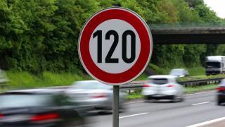 Umweltbundesamt: Diesel muss 70 Cent teurer werden, Tempo 120 auf Autobahnen