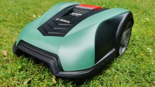 Boschs Mähroboter Indego M+ 700 mit smartem Mähplan