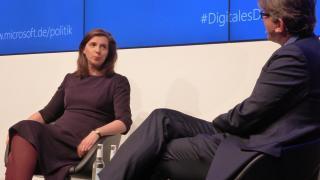 Katrin Göring-Eckhardt mit Moderator Wolfram Weimer