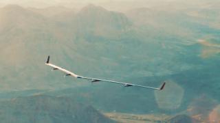 Facebooks riesige Internet-Drohne absolviert Jungfernflug