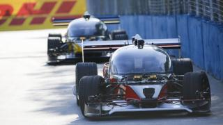 Roborace mit autonomen Autos: Erstes Wettrennen endet mit einem Unfall