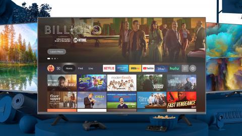 Fernseher, davor Popcorn und Fernbedienung