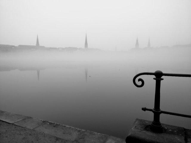 Stadt im Nebel II von Reneclaude