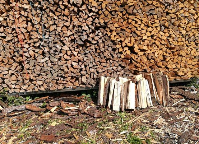 Holz vor der Hütte von Jademax
