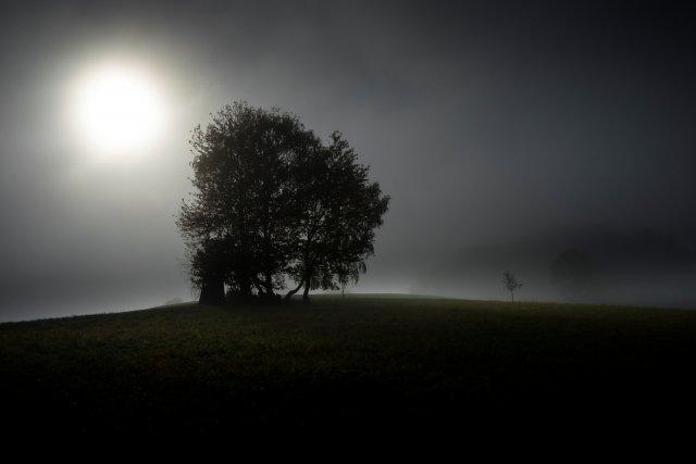 Die Nacht auf dem kühlen Hügel... von Bernd Unger