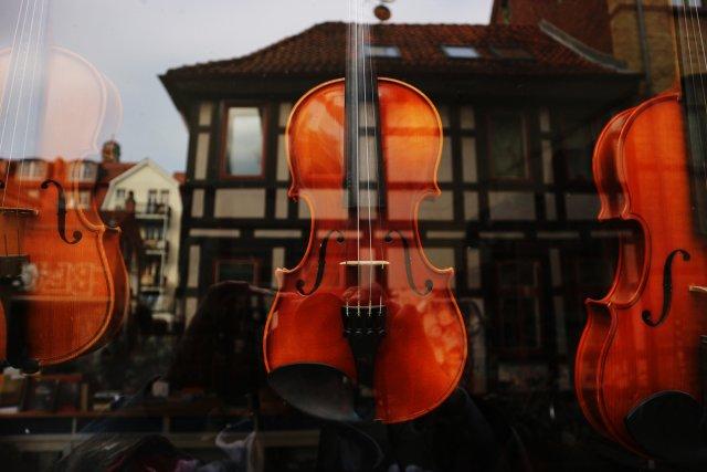 Geigen in der City von tlufotos
