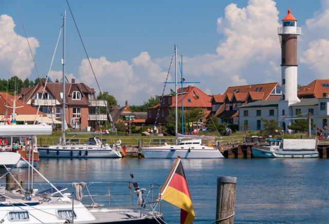 Marina und Leuchtturm in Timmendorf, Insel Poel von P-B